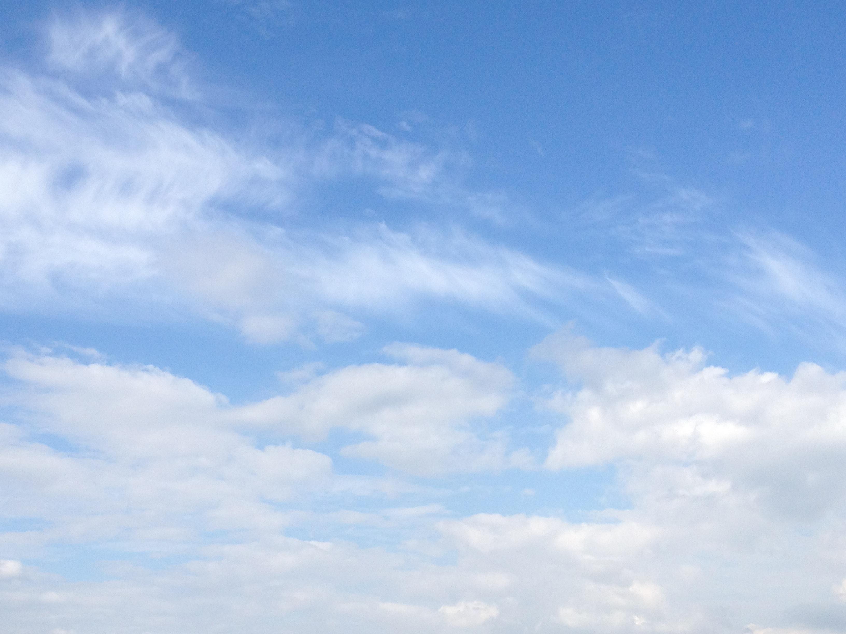 2層の雲の午後