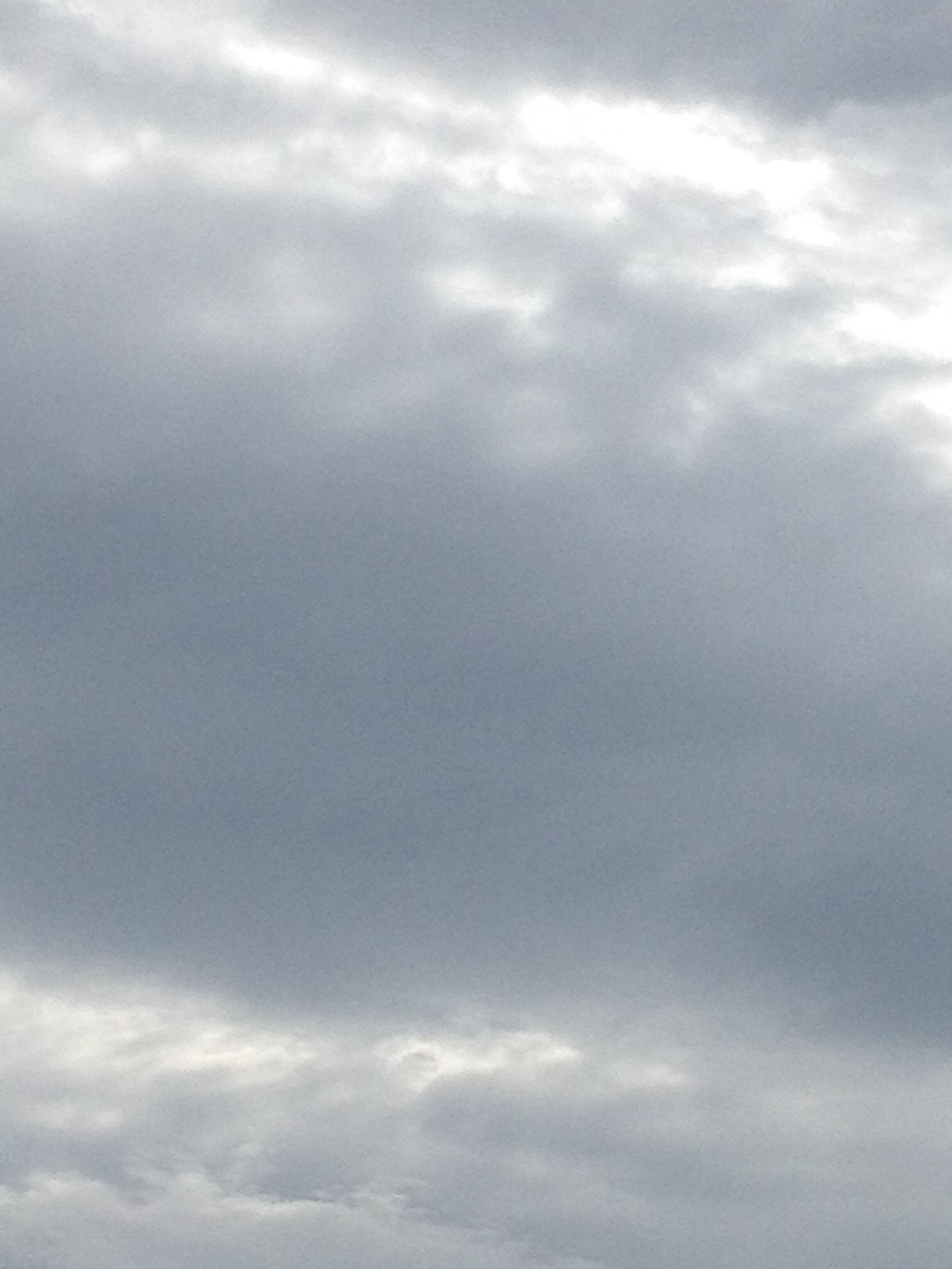 雲の隙間の陽の光
