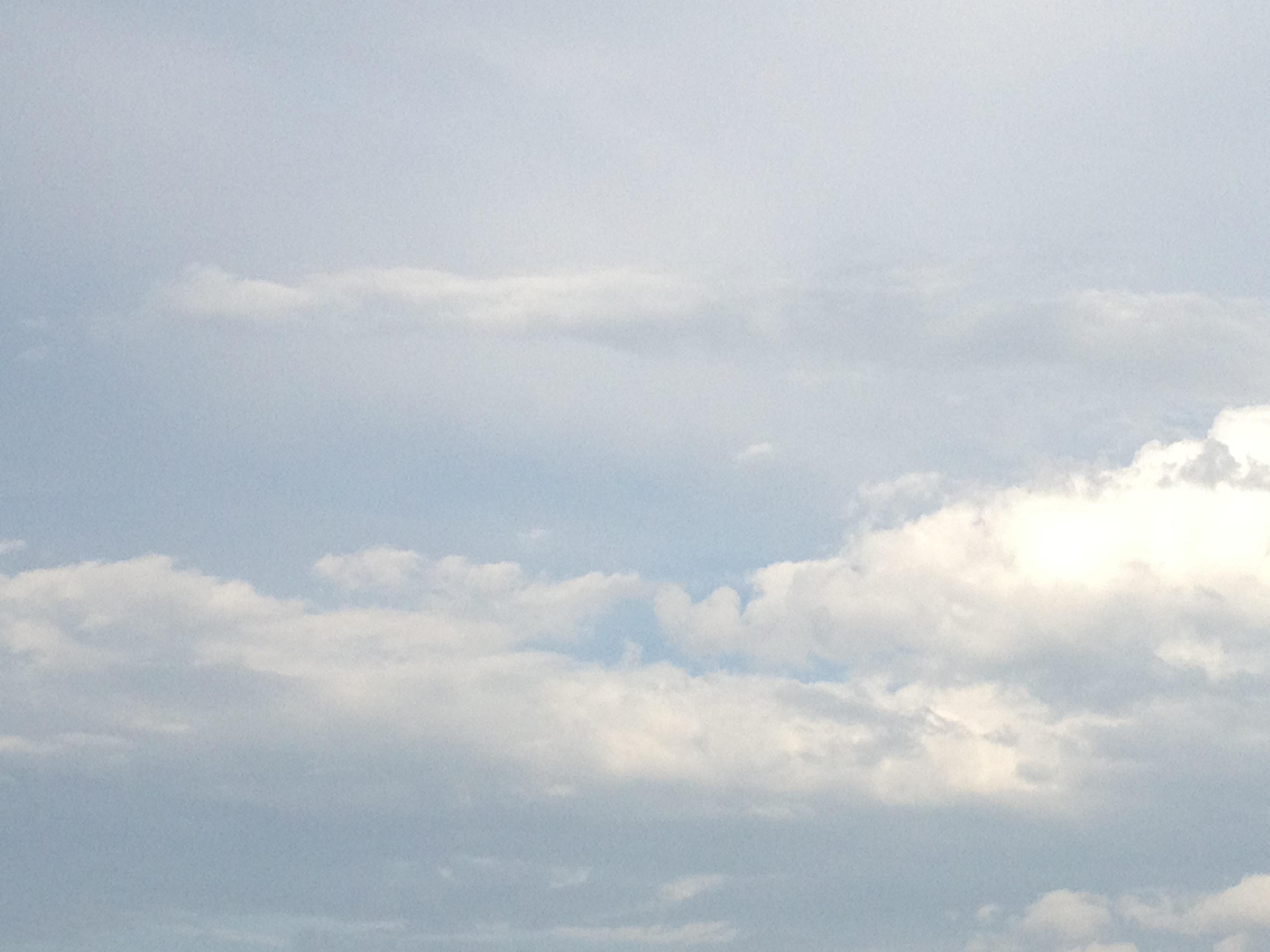 青空に多めの雲