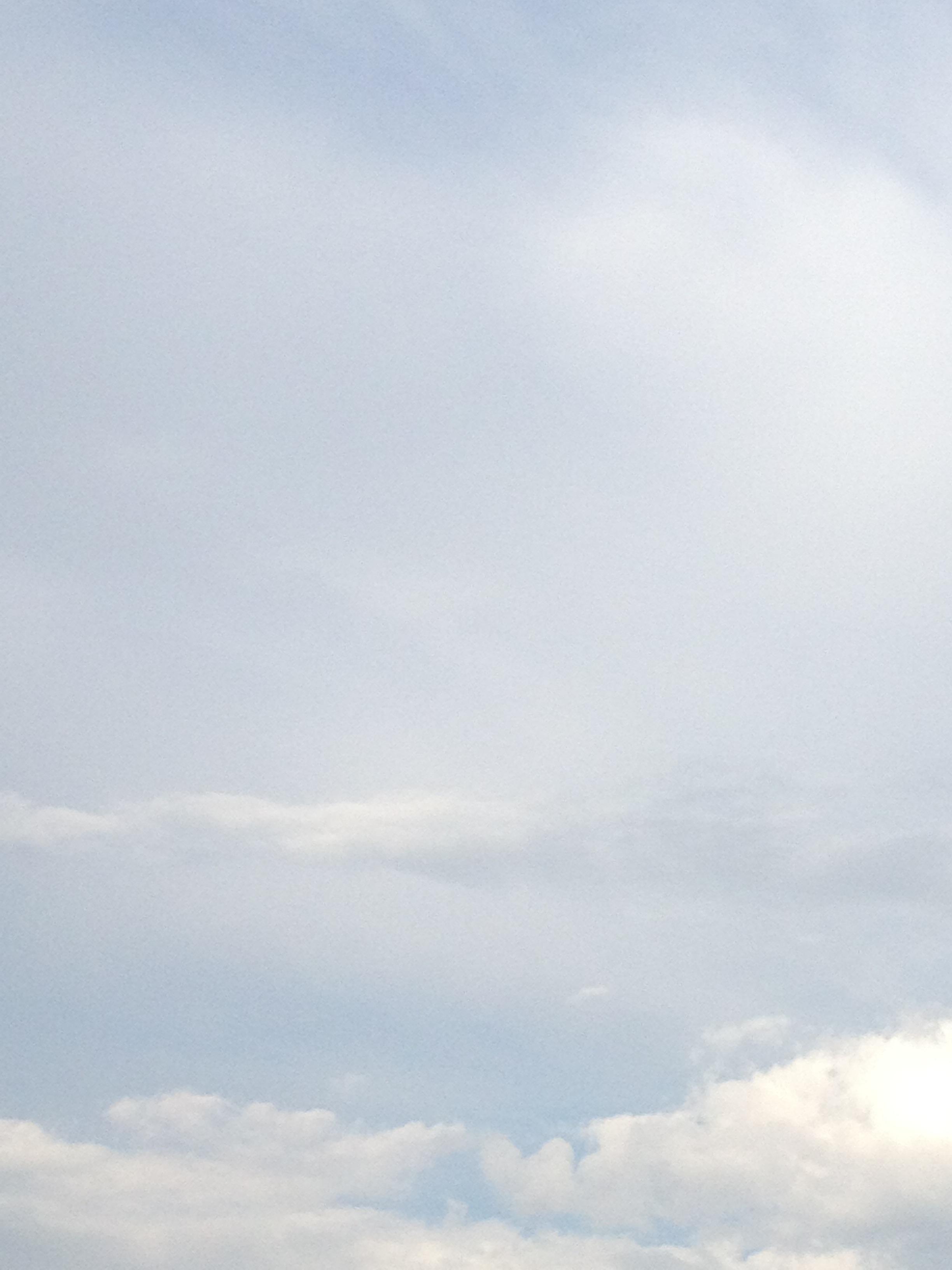 全体に薄い雲