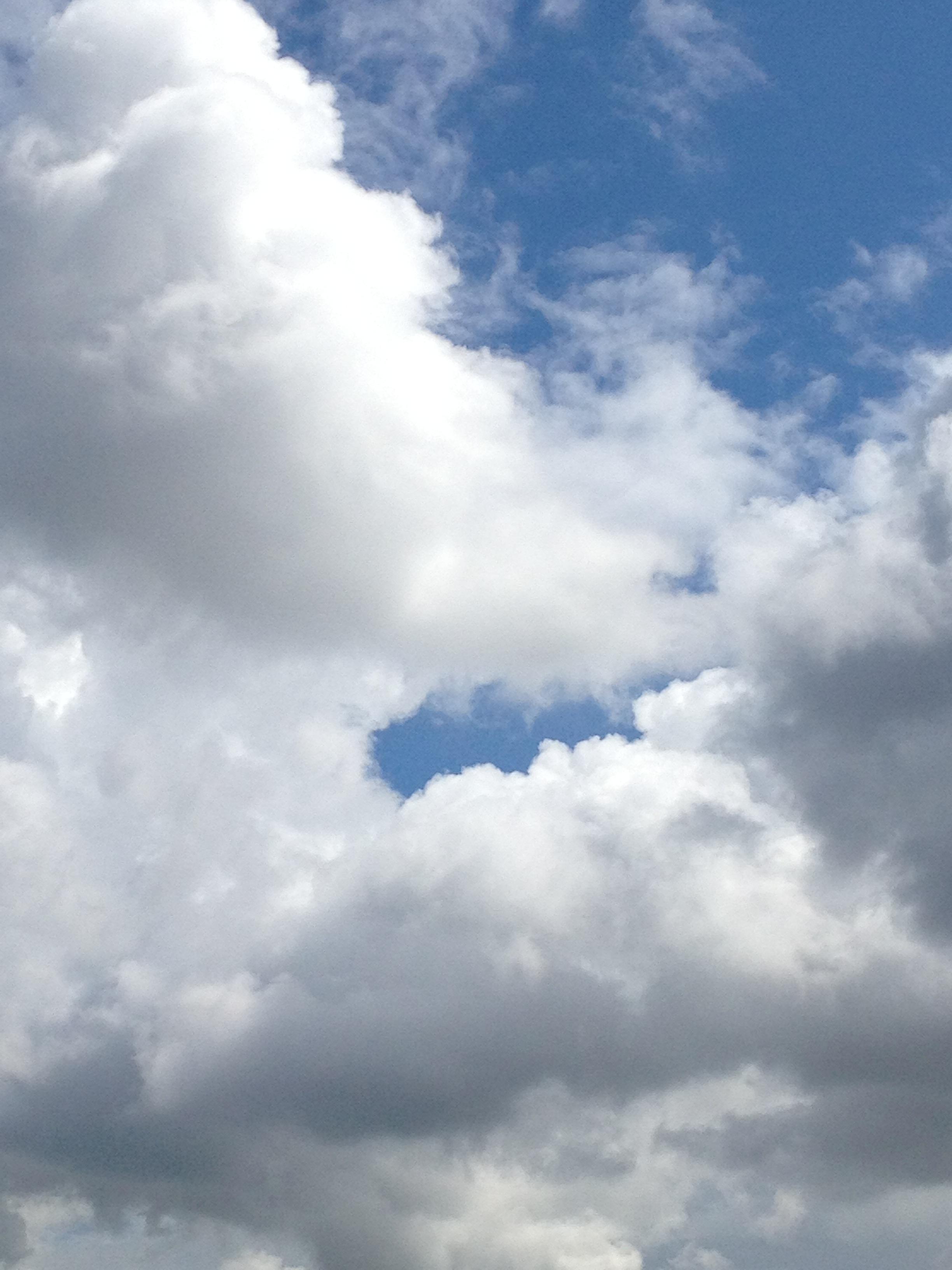 綺麗な雲の下に