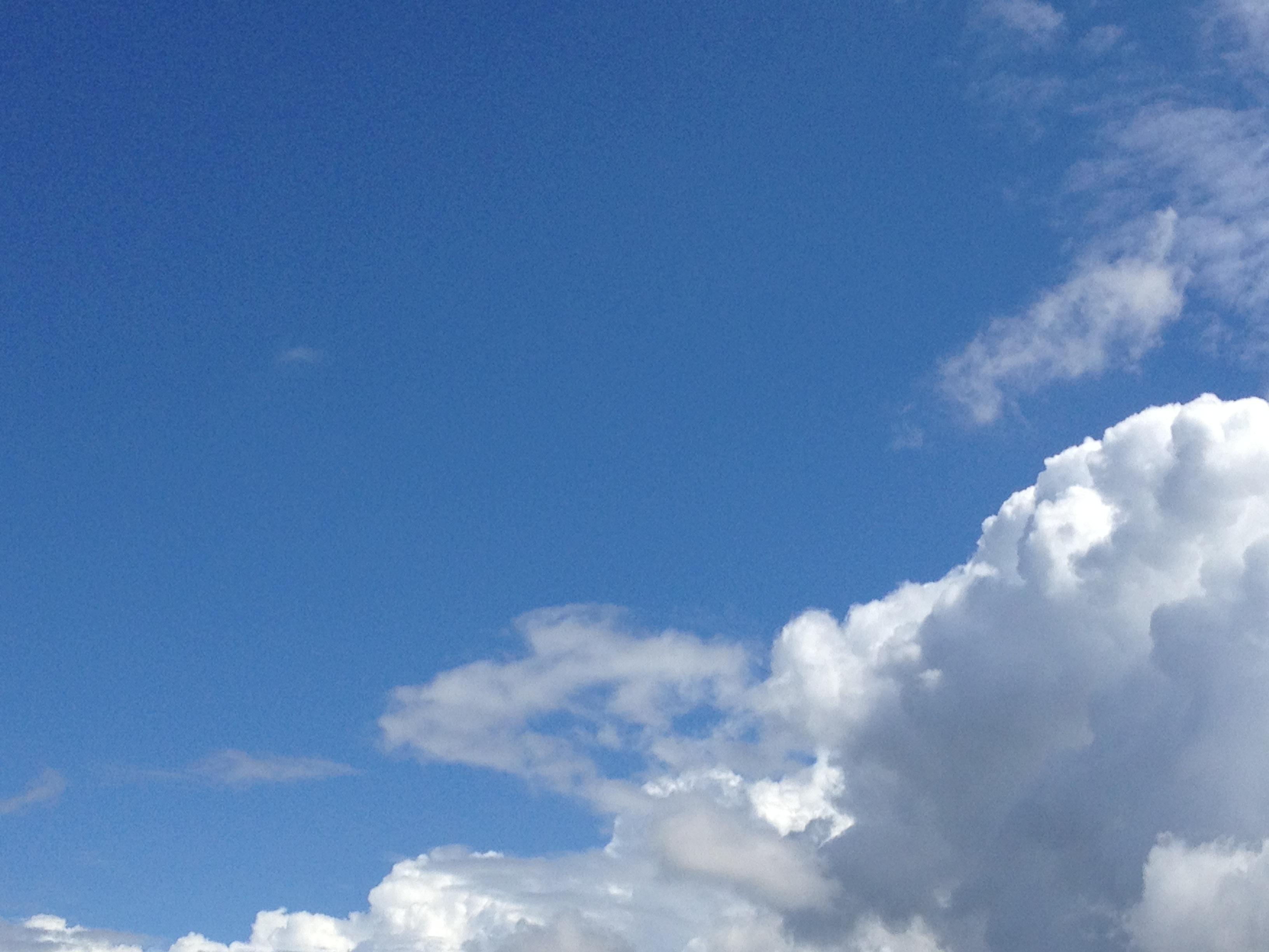 取り巻く灰色の雲