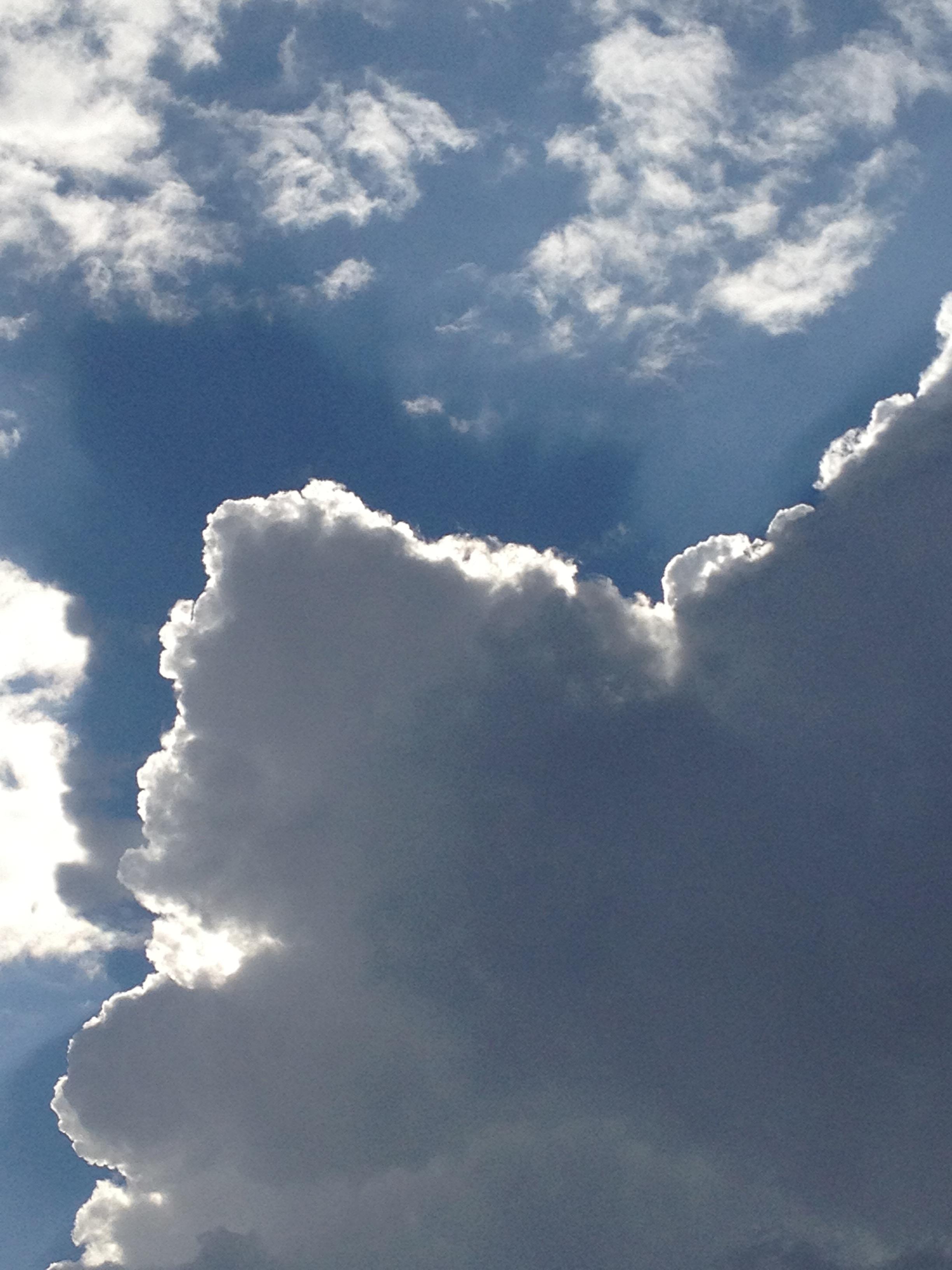 厚い雲の向こう