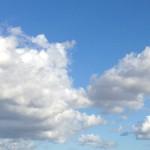 夏の終わりの青空