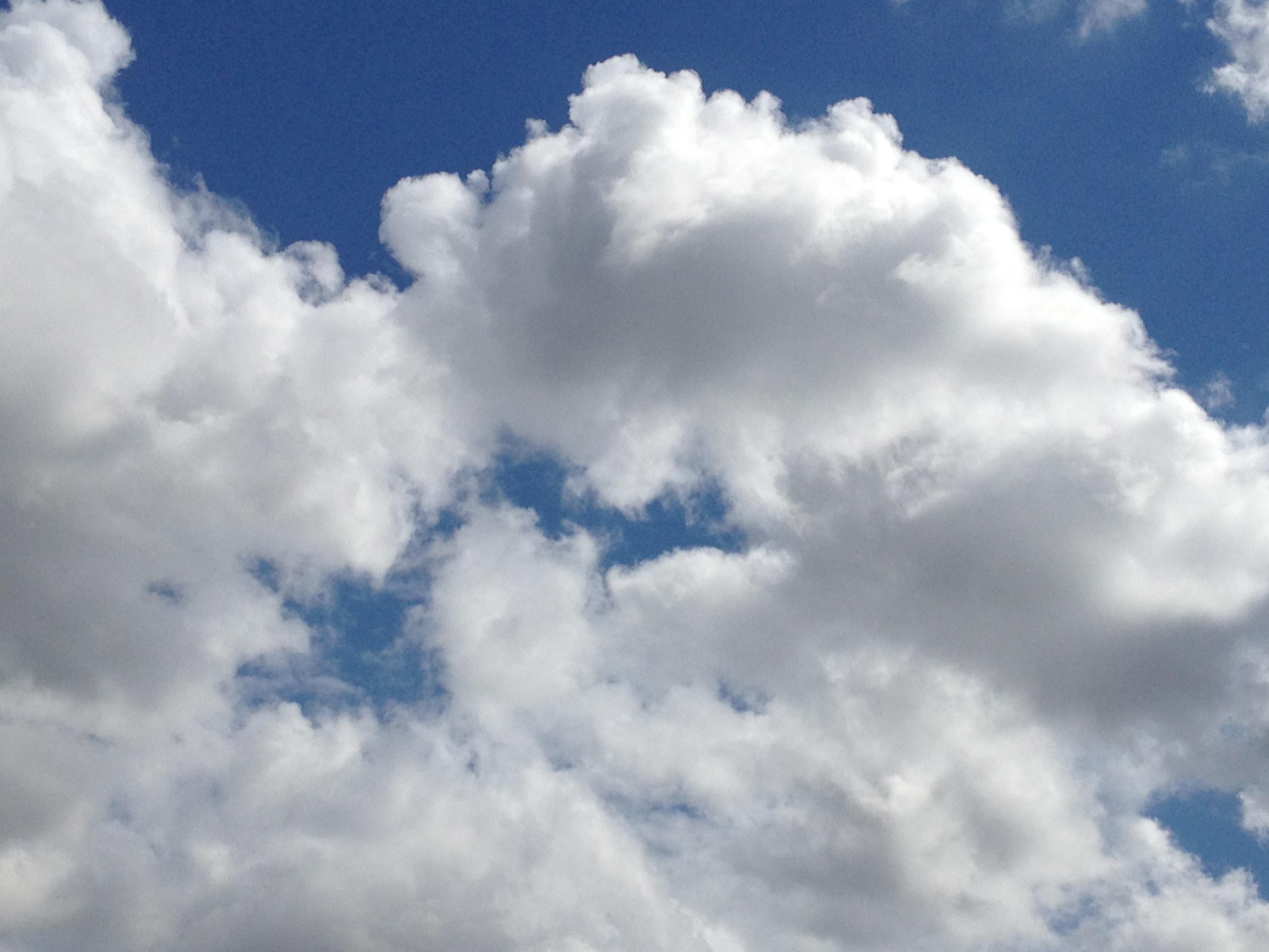 ゆっくり動く雲