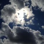 雲の向こうに太陽